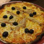 Pizza atún y aceitunas