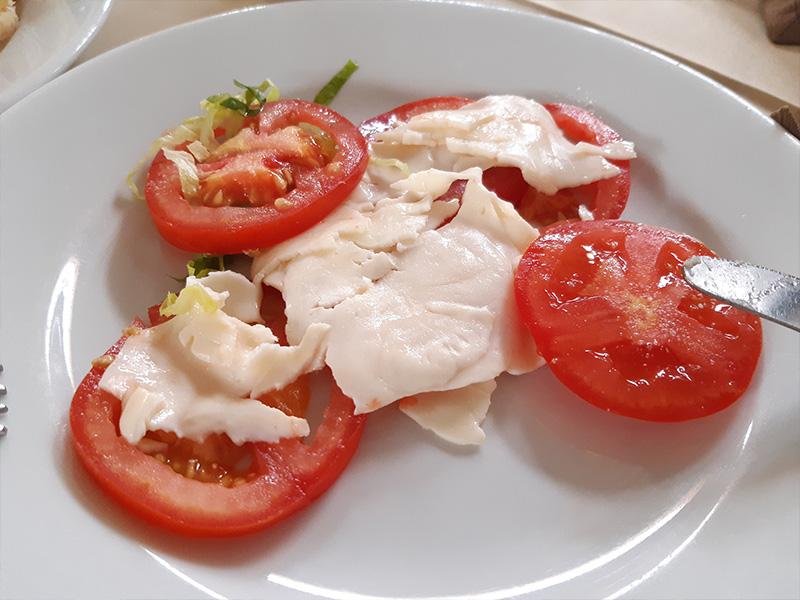 almuerzo3_queso_tomate